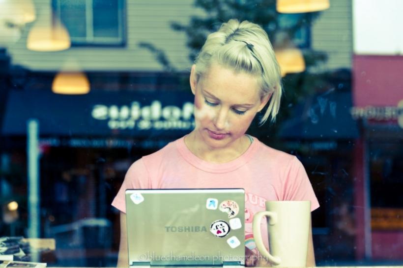 Δουλεύουμε με το laptop μας σε καφετέριες