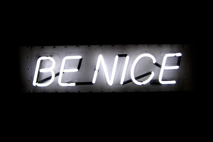 Οι όμορφοι άνθρωποι δε διαφημίζουν τις καλές τους πράξεις