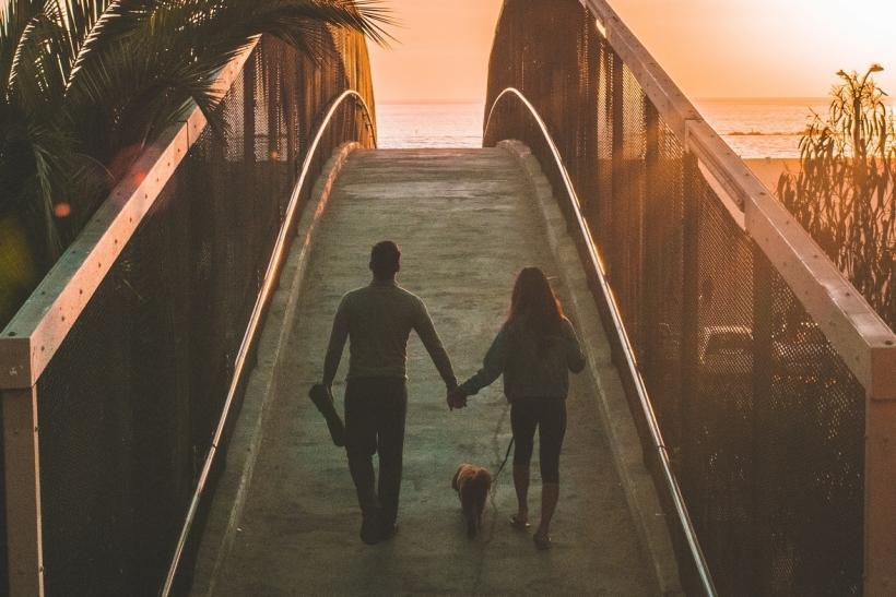 Ν' ακούς ζευγάρια να συζητάνε το μέλλον τους