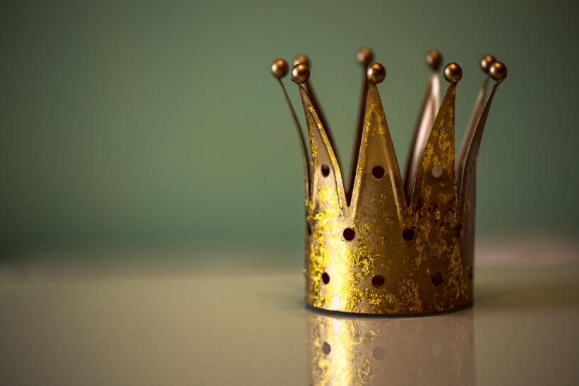 Να μη βάζεις τους ανθρώπους σου σε θρόνους