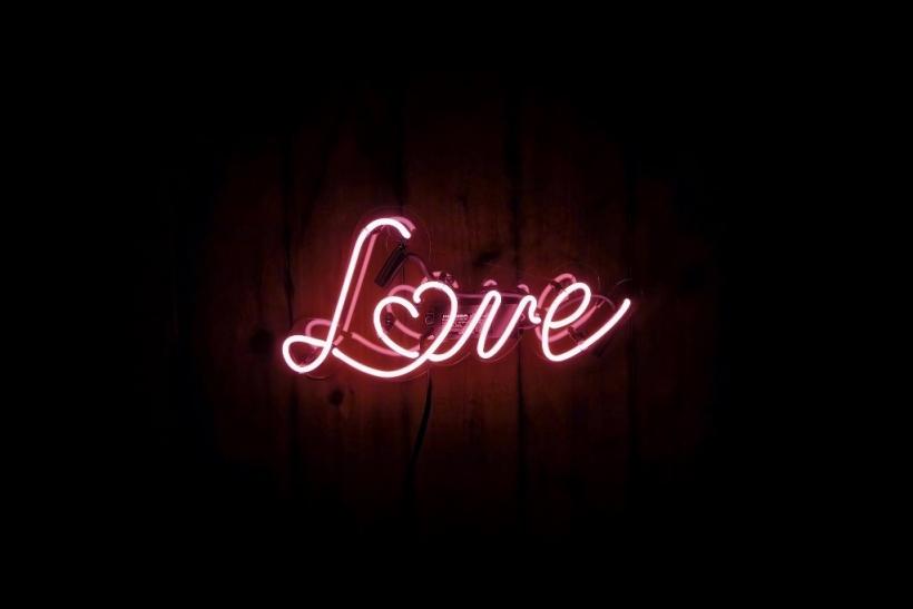 Ο έρωτας καλλιεργείται κι αναπτύσσεται μέσα στο απροσδόκητο