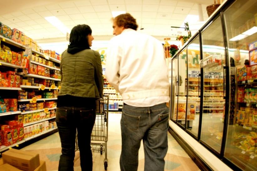 Βόλτα στο σουπερμάρκετ και φιλιά στους διαδρόμους