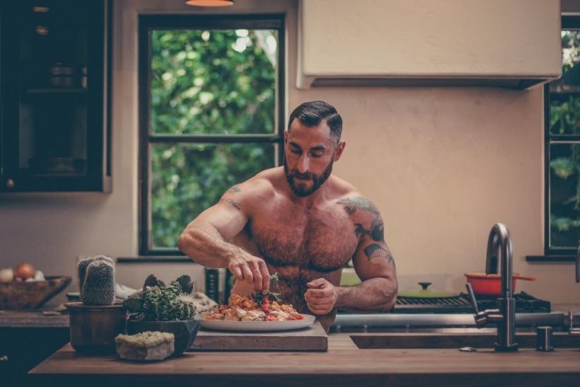 Φαντασιώνεσαι έναν άντρα στην κουζίνα σου