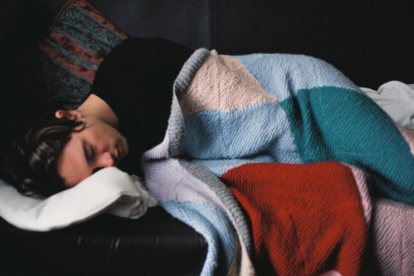 Ύπνος στον καναπέ∙ η κλασική τιμωρία των μακροχρόνιων σχέσεων