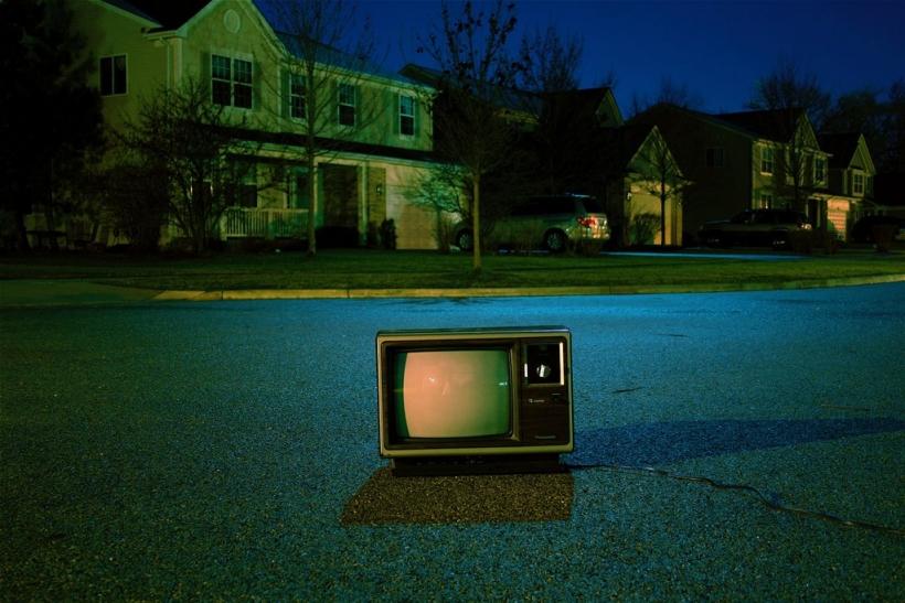 Γυρνάμε την πλάτη στην τηλεόραση