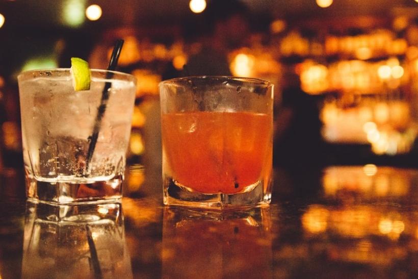 Το αλκοόλ καμιά φορά βγάζει τον επιπόλαιο εαυτό μας