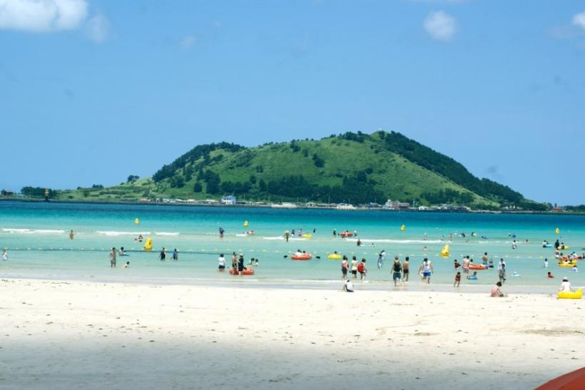 Η παραλία χωρίζεται στους «τάκα-τούκα» και τους τύπους αστερίες