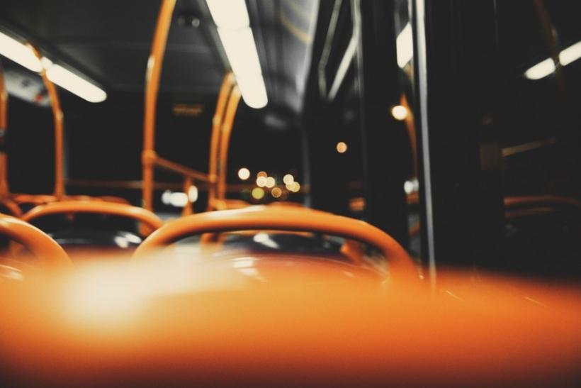 Ανήμπορη γιαγιάκα μέχρι να δει άδεια θέση σε λεωφορείο