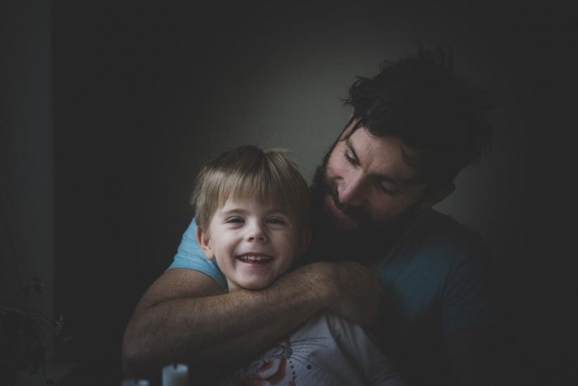 ο μπαμπάς βγαίνει με την κόρη του