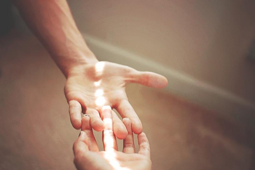 Δυο χέρια η διαφυγή σου