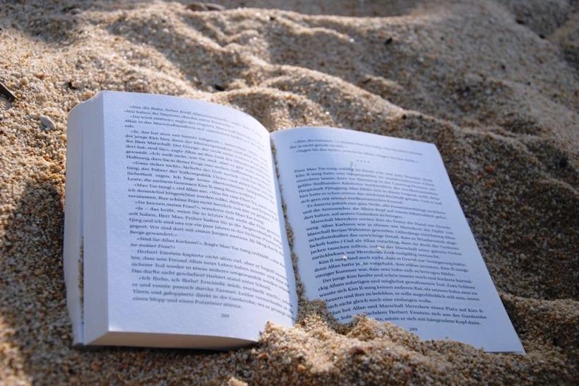 Βιβλίο, η συντροφιά της παραλίας