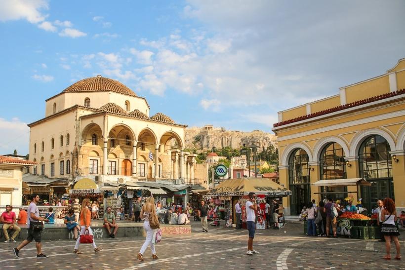 Καλοκαίρι κι η Αθήνα αδειάζει