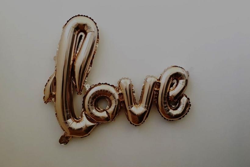 Τα πολλά «σ' αγαπώ» αδειάζουν από νόημα
