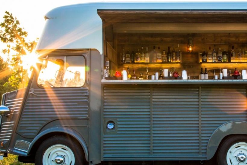 Κινητά καφέ μπαρ ομορφαίνουν τις πόλεις