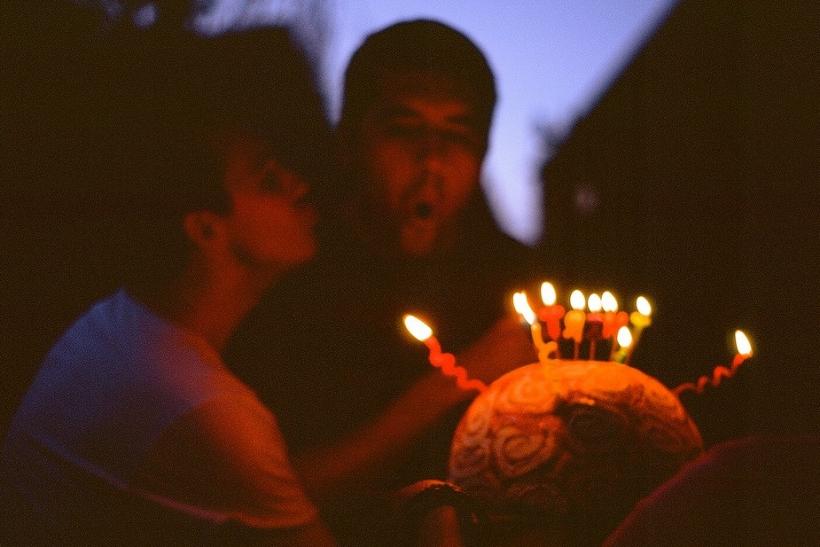 Γιορτάζουν οι φίλοι και τους ρεζιλεύουμε με φωτογραφικά ντοκουμέντα