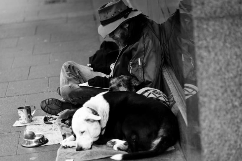 Βοηθάμε τους άστεγους και τα αδέσποτα της περιοχής μας