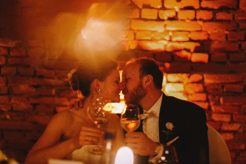 Πάμε στο γάμο μόνο όσων μας δένει κάτι