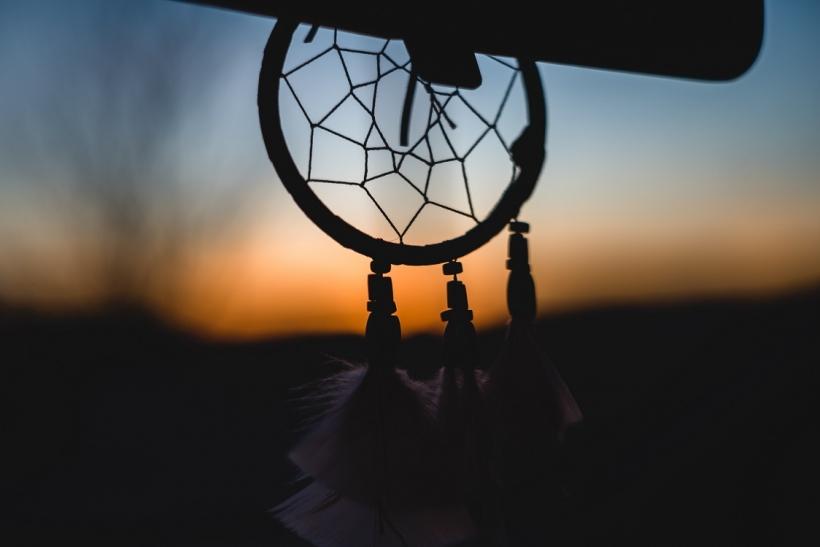 Τι σημαίνει αν βγαίνεις με κάποιον στο όνειρό σου