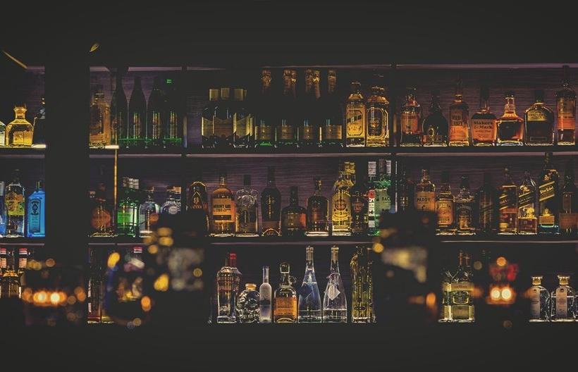 Στα μπαρ γίνονται οι πιο ενδιαφέρουσες συναντήσεις