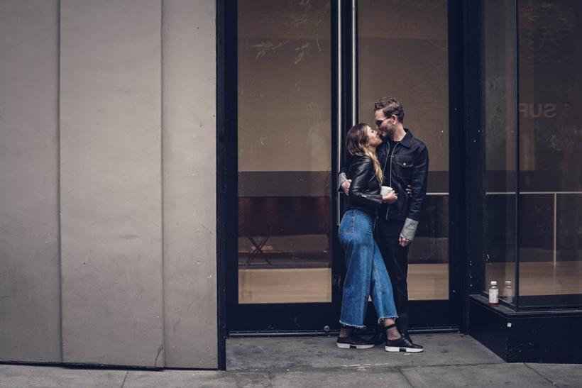 Άνετοι στις σχεδόν σχέσεις μέχρι να εμφανιστεί τρίτος