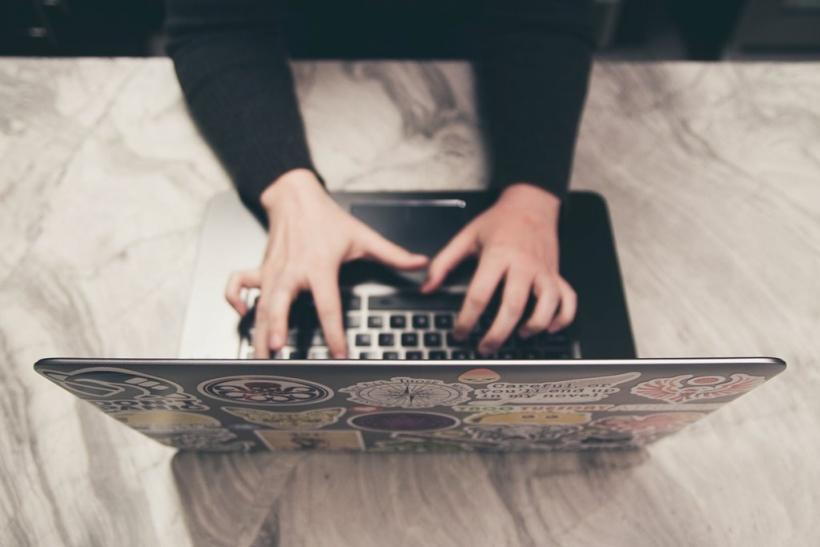 Θα αντάλλασσες κωδικούς στα social media με το ταίρι σου;
