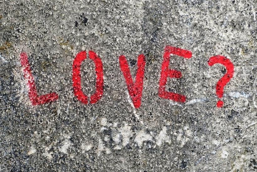 Γιατί διώχνουμε όσους αγαπάμε;