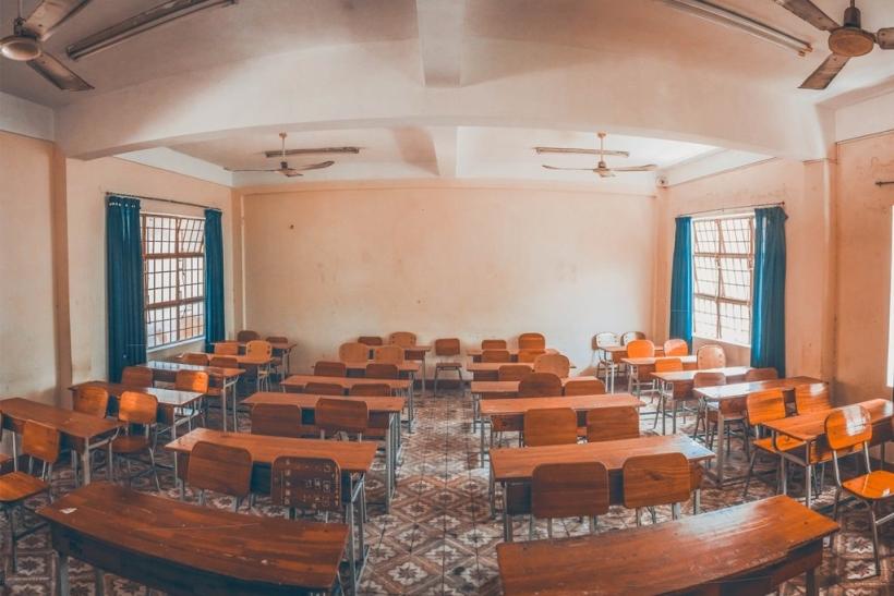 Αναπληρωτές δάσκαλοι∙ η ζωή τους μια βαλίτσα