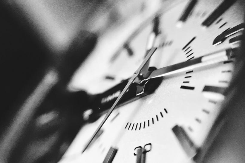 Μ' άλλους χάνουμε το χρόνο μας και μ' άλλους την αίσθηση του χρόνου