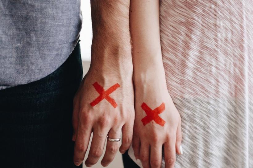 Μη φοβηθείς να ερωτευτείς έναν οροθετικό