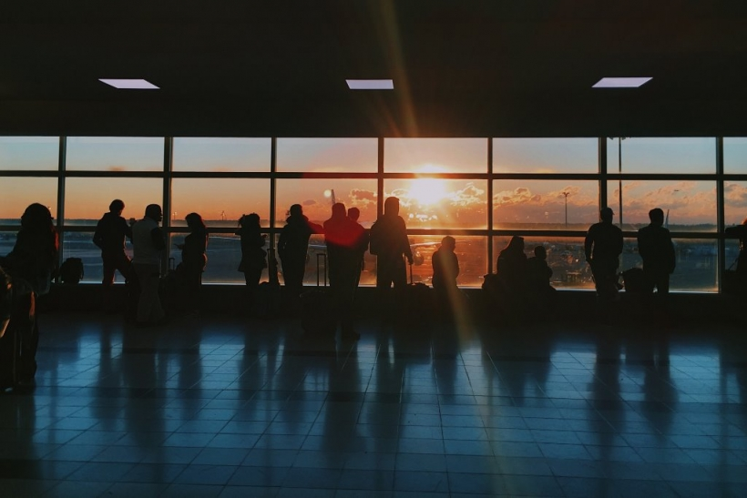 Τα πιο δύσκολα αντίο σε λιμάνια κι αεροδρόμια τα 'παμε στους γονείς μας
