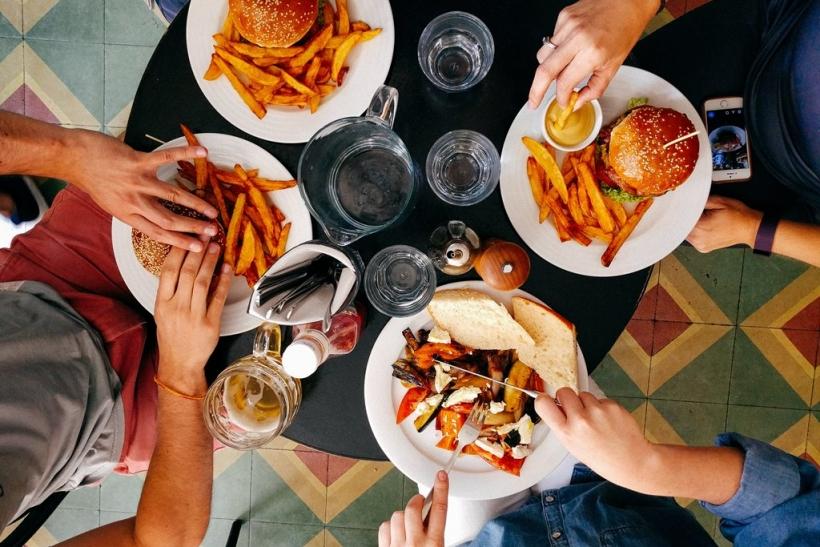 Ο φίλος θα πεινάσει μαζί σου στη δίαιτα