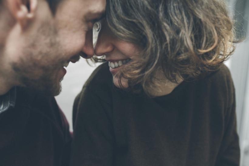 Να μην καταλαβαίνουν αν είστε κολλητοί ή ζευγάρι