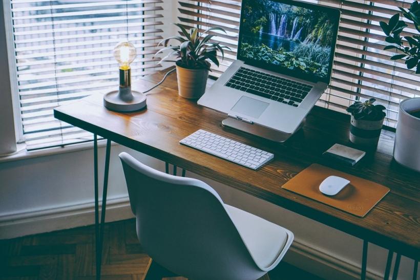 Θα βρεις την έμπνευση στο παράθυρο του γραφείου σου