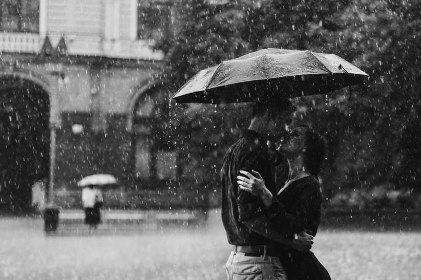 Η βροχή θέλει αγκαλιά