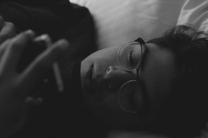 Μας παίρνει ο ύπνος πάνω απ' τα social media