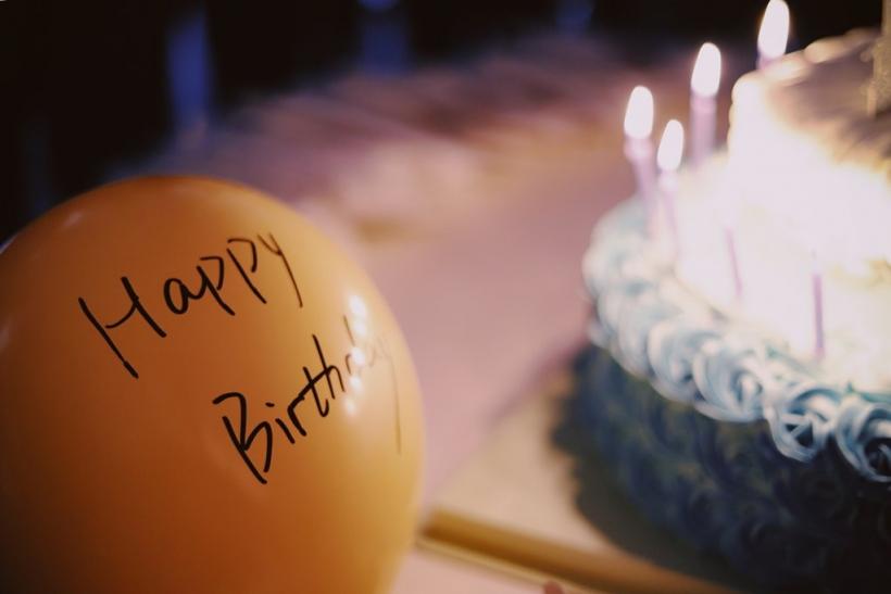 Στα γενέθλιά μας καλούμε όσους ανήκουν στο παρόν μας