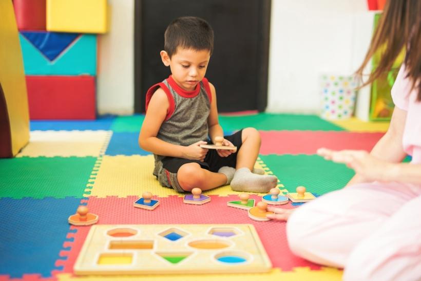 Τα παιδιά μαθαίνουν παίζοντας