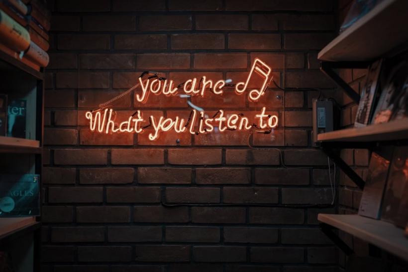 Πες μου τι ακούς να σου πω ποιος είσαι