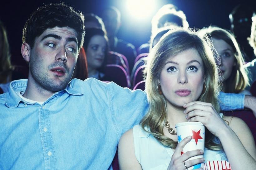 Το σινεμά είναι σταθερή αξία για πρώτο ραντεβού