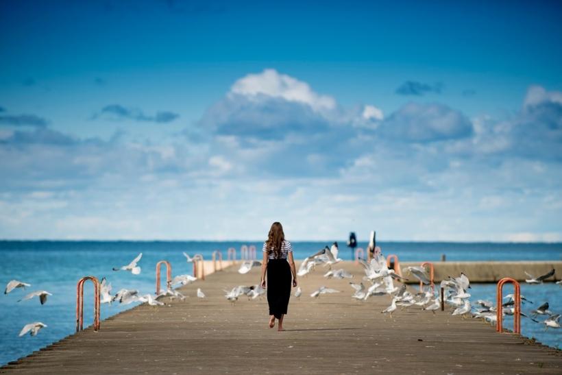 Βρίσκουμε την έμπνευσή μας σε μια βόλτα στη θάλασσα