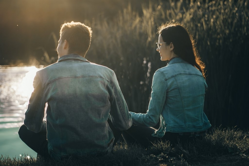 Οι φίλοι κάνουν μερικά βήματα πίσω όταν πρόκειται για έρωτα