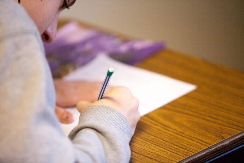 Ανατριχιάζεις ακόμα στο άκουσμα της φράσης «βγάλτε μια κόλλα χαρτί»;