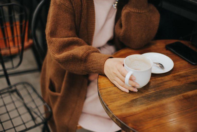 Έξω για καφέ, συντροφιά με την αφεντιά μας και τις σκέψεις μας