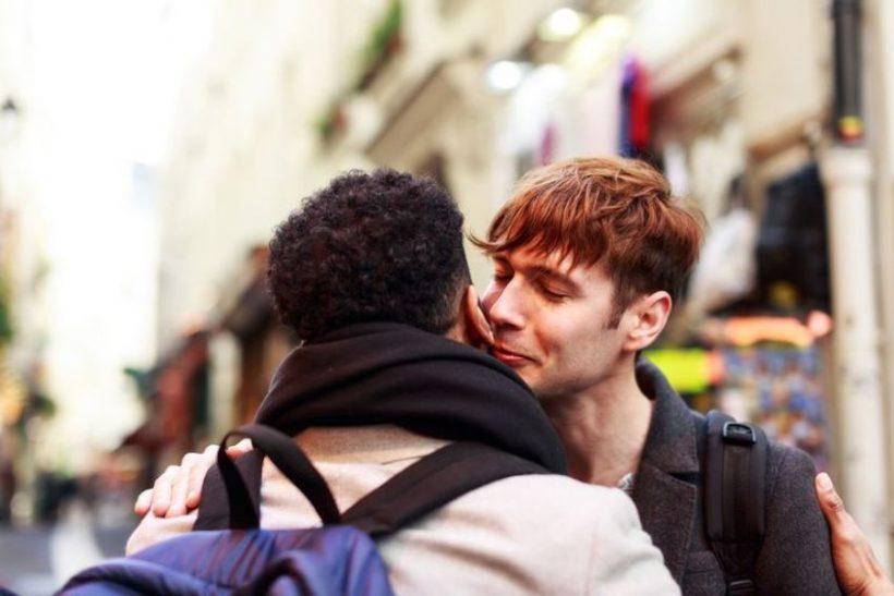 Είναι ανάγκη να φιλιόμαστε κάθε φορά που συναντιόμαστε;