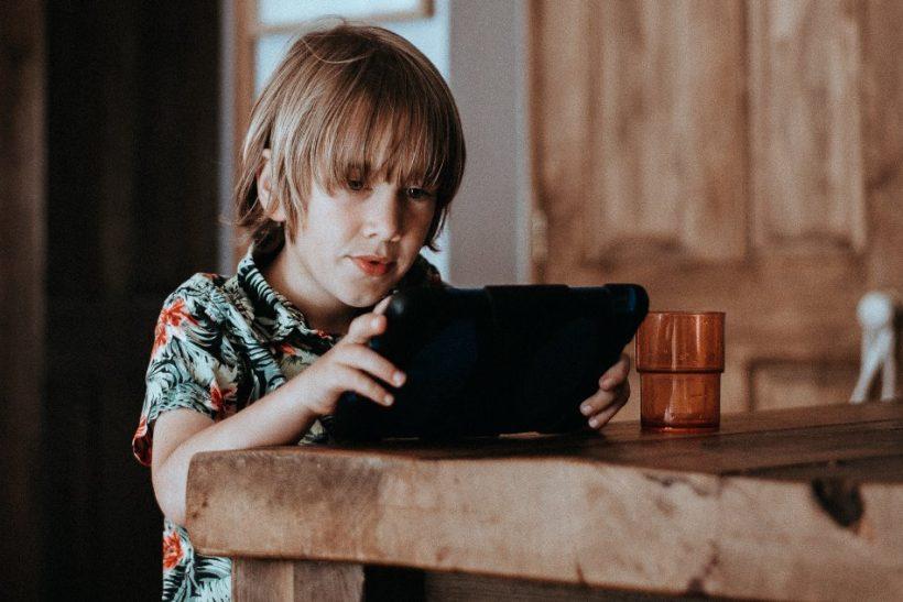 Παιδιά και τεχνολογία: μια επικίνδυνη σχέση εξάρτησης