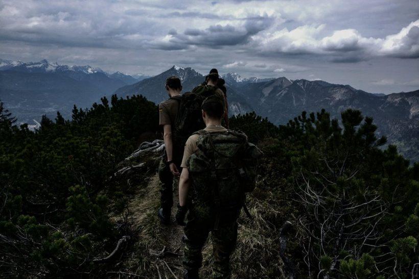 Στο στρατό κάνεις φίλους που έξω ίσως επιφανειακά ν' απέρριπτες