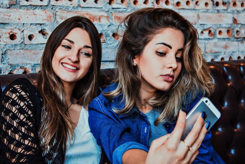 Όσες οι selfies τόσες κι οι ανασφάλειες;