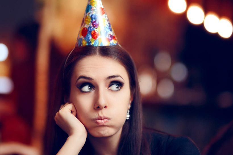 Δέκα τρόποι να αντέξεις στο πάρτι που σε κουβάλησαν