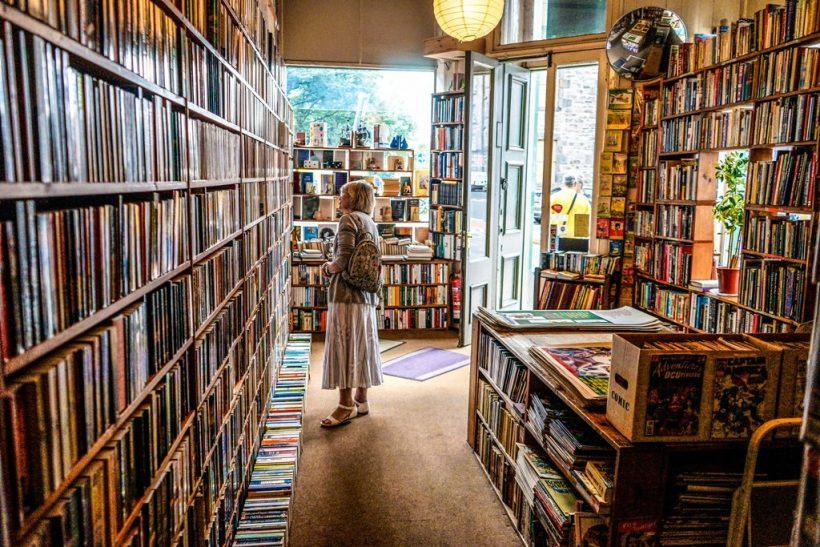 Βόλτα σε βιβλιοχαρτοπωλείο: επιστροφή στο πιο ξέγνοιαστο παρελθόν