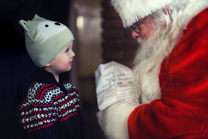 Πώς λες σ' ένα παιδί πως δεν υπάρχει Άγιος Βασίλης;